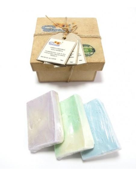 Caja de regalo con jabones 100% naturales y artesanales con fragancias de aguamarina, menta-eucalipto y lavanda-almendras