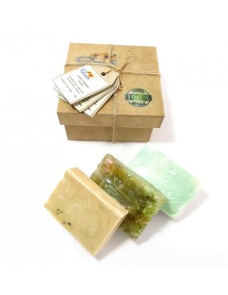 Caja de regalo con jabones 100% naturales y artesanales con fragancias de naranja, menta-eucalipto y rosas