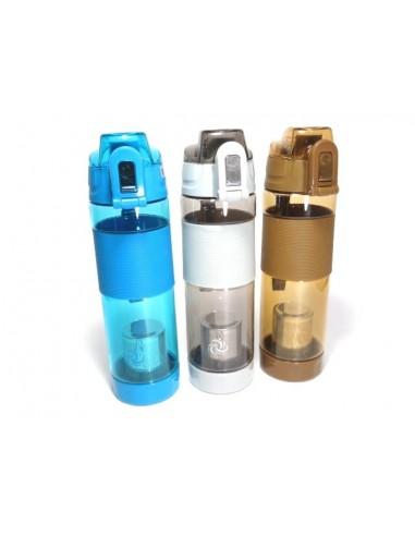 Botella con minerales para transformar agua potable corriente en agua alcalina