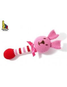 Sonajero de osa tipo bastón tejido a croché para bebé