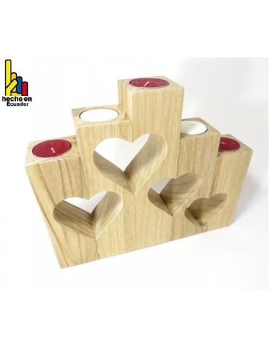 Porta velas de madera con formas de corazón